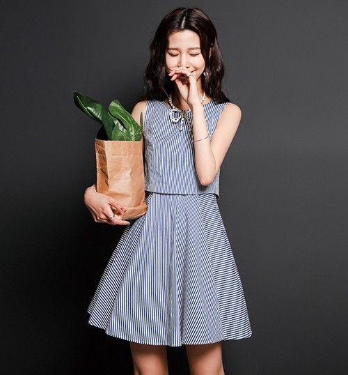 清爽蓝白条纹连衣裙第1张