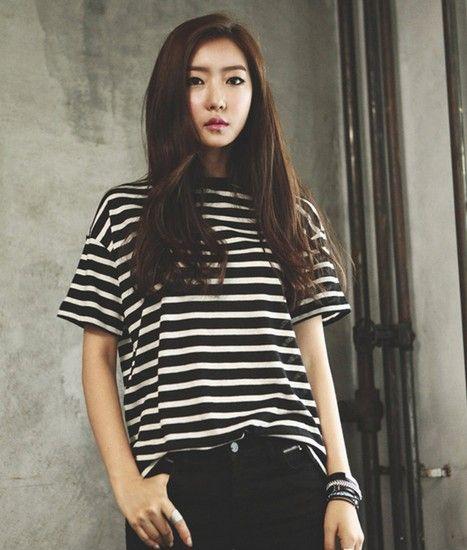 黑白条纹简约T恤第1张