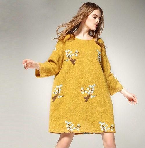 黄色针织刺绣毛呢宽松连衣裙第1张