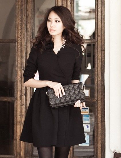 小V领黑色修身连衣裙第1张