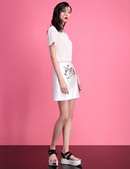 抽象刺绣A字半身裙第1张