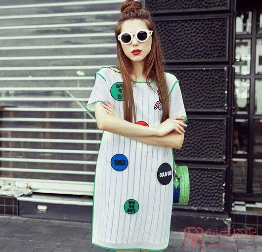 竖条纹圆领短袖裙