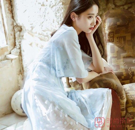 印花喇叭袖雪纺裙