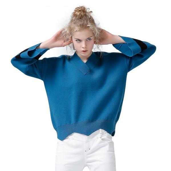喇叭袖宽松针织衫第1张