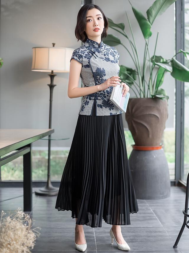 今年最文学的比赛旗袍上衣+半裙知性优雅和气质谁穿谁看起来好